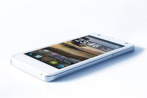 "i-Mobile IQ 1.3 DTV / 4.5"" / Quad-Core 1.2GHz / 1GB RAM / 8GB ROM / 8MP + 5MP / Dual-SIM / Android 4.4 / bílý"